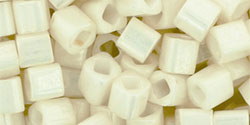 TOHO - Cube 4mm : Opaque-Lustered Navajo White