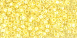 TOHO - Treasure #1 (11/0) : Inside-Color Crystal/Opaque Yellow-Lined